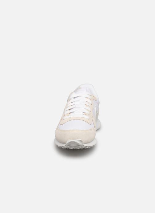 Baskets Nike Wmns Nike Internationalist Blanc vue portées chaussures