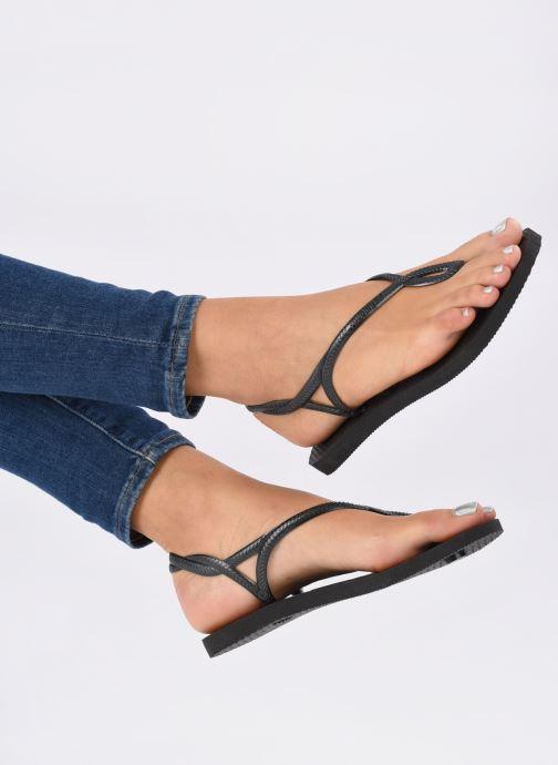 Sandalen Havaianas Luna schwarz ansicht von unten / tasche getragen