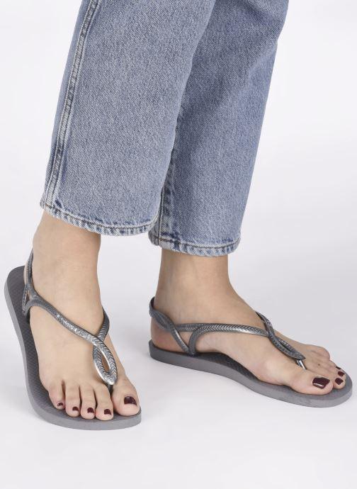 Sandalen Havaianas Luna grau ansicht von unten / tasche getragen