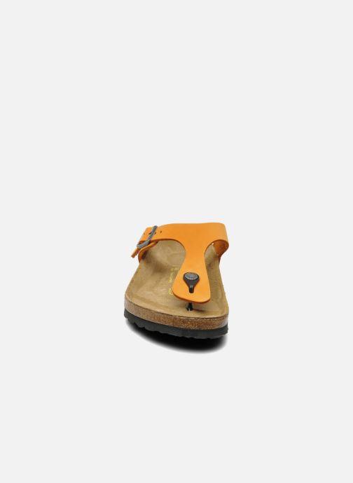 Infradito Birkenstock Gizeh Nubuck W Arancione modello indossato
