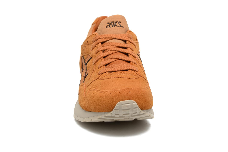Baskets Asics Gel-Lyte V Marron vue portées chaussures