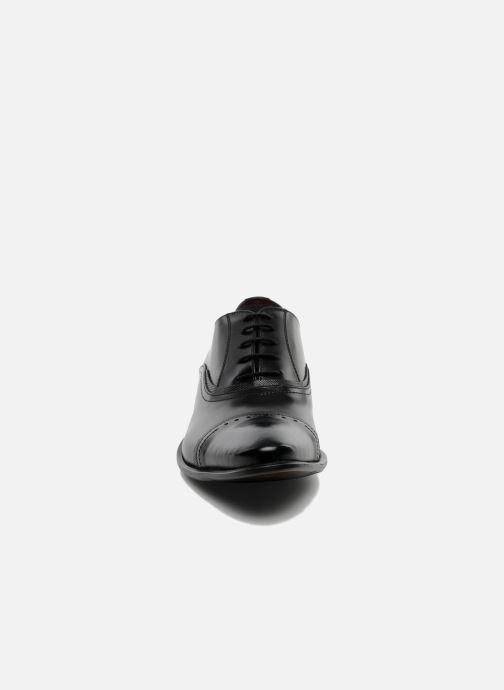 Scarpe con lacci Redskins Provins Nero modello indossato