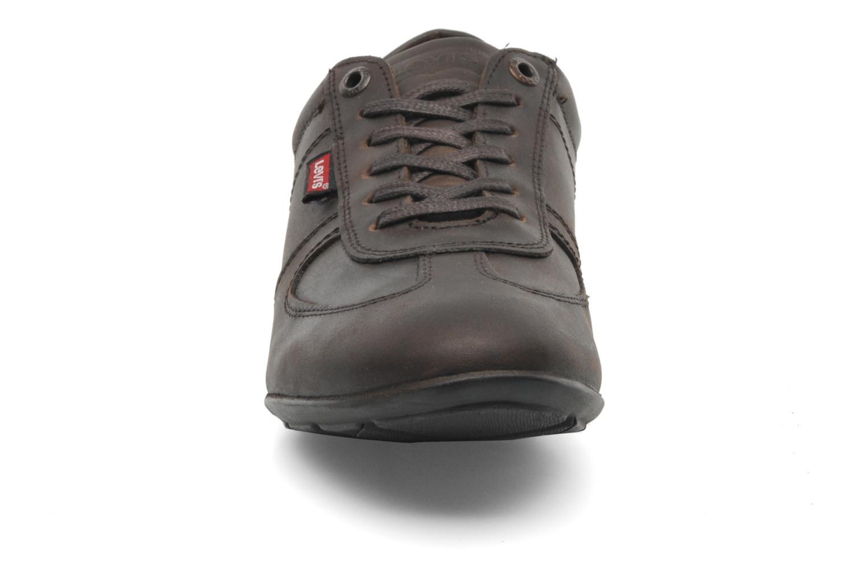 Baskets Levi's Chula Vista Marron vue portées chaussures