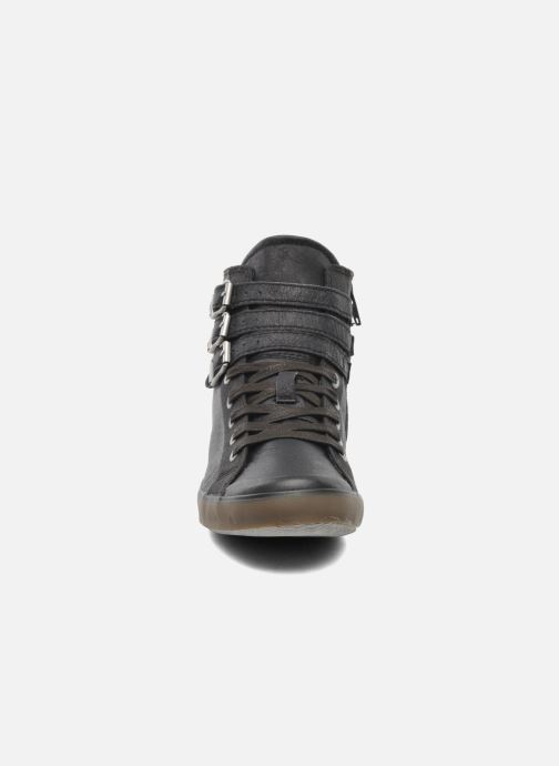 Sneakers TBS Aurane Grigio modello indossato