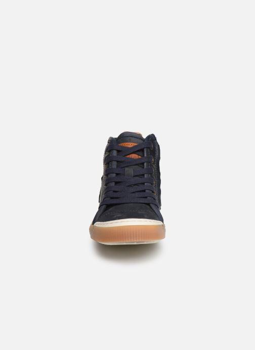 Sneakers Bisgaard Geo Azzurro modello indossato