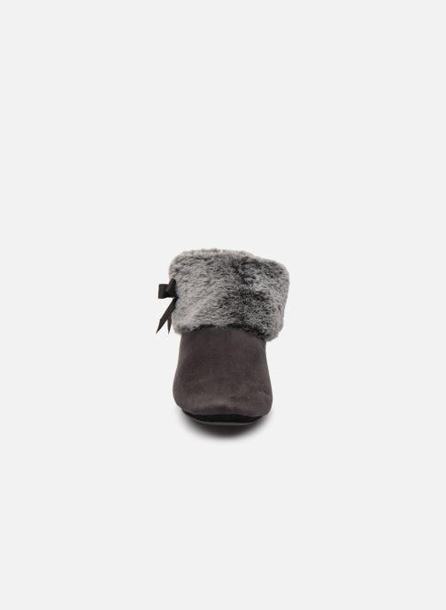 Chaussons Isotoner Botillon Suédine et Fourrure Gris vue portées chaussures