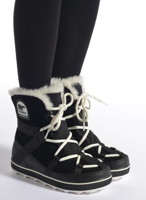 Chaussures de sport Sorel Glacy Explorer Shortie Noir vue bas / vue portée sac