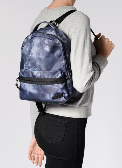 87b2b6cd7468f Rucksäcke Converse Mini Backpack grau ansicht von unten   tasche getragen