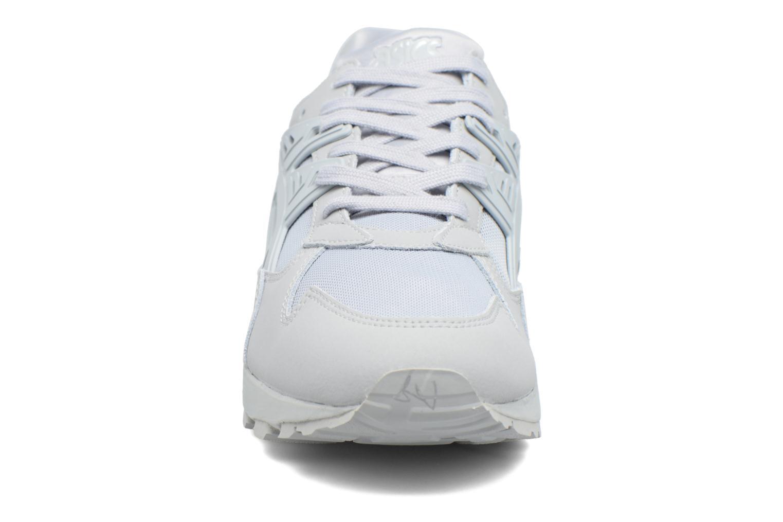 Baskets Asics Gel-Kayano Trainer Gris vue portées chaussures