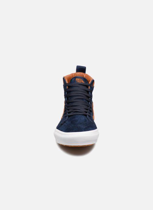 Sneakers Vans SK8-Hi MTE Azzurro modello indossato