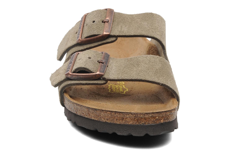 Mules et sabots Birkenstock Arizona Velours W Marron vue portées chaussures