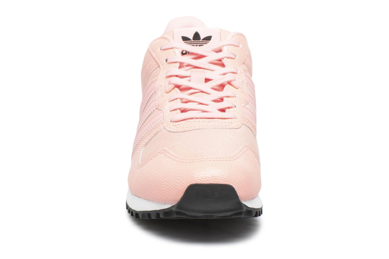 Baskets Adidas Originals Zx 700 W Rose vue portées chaussures