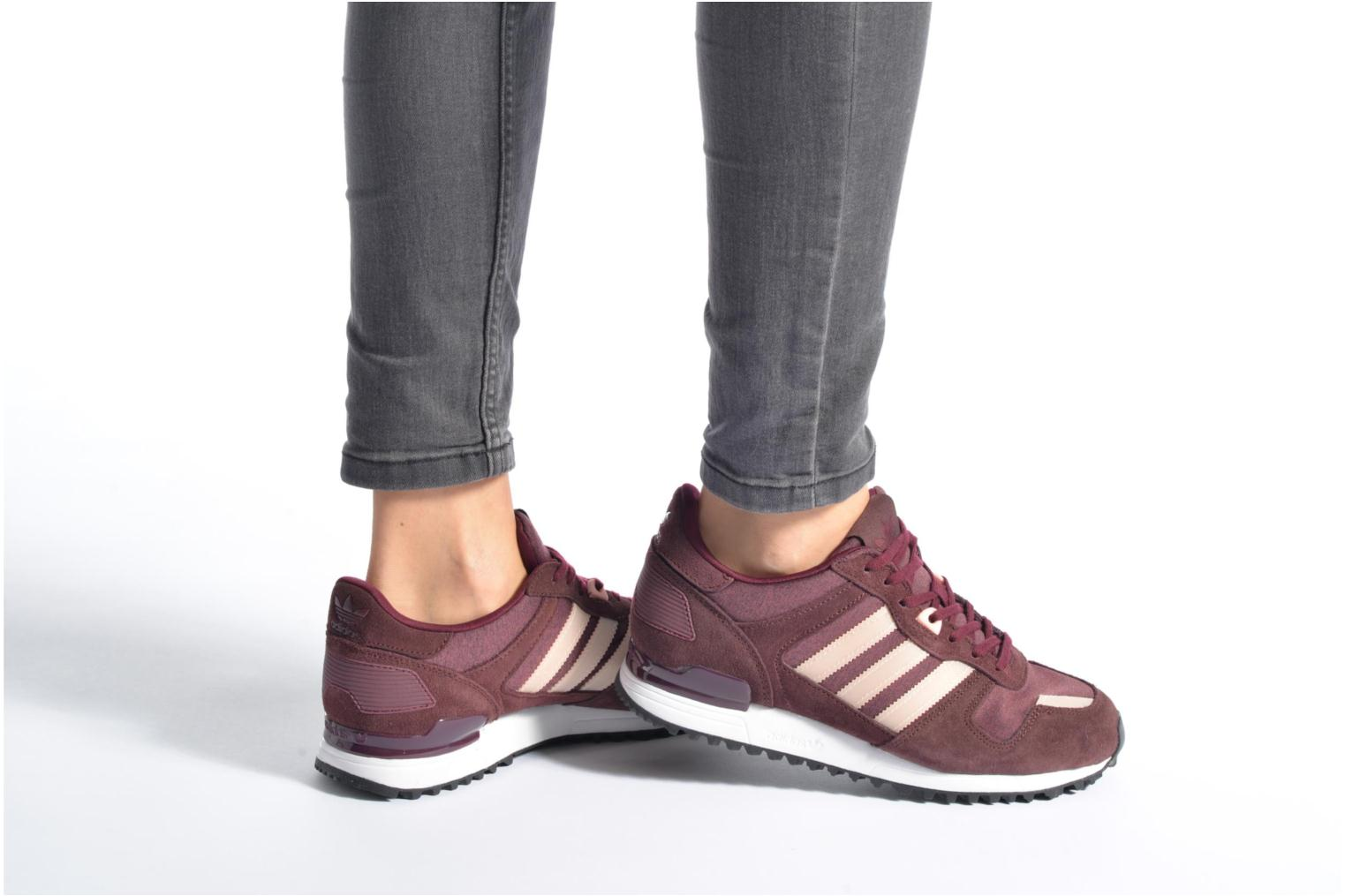 Trainers Adidas Originals Zx 700 W Burgundy view from underneath / model view