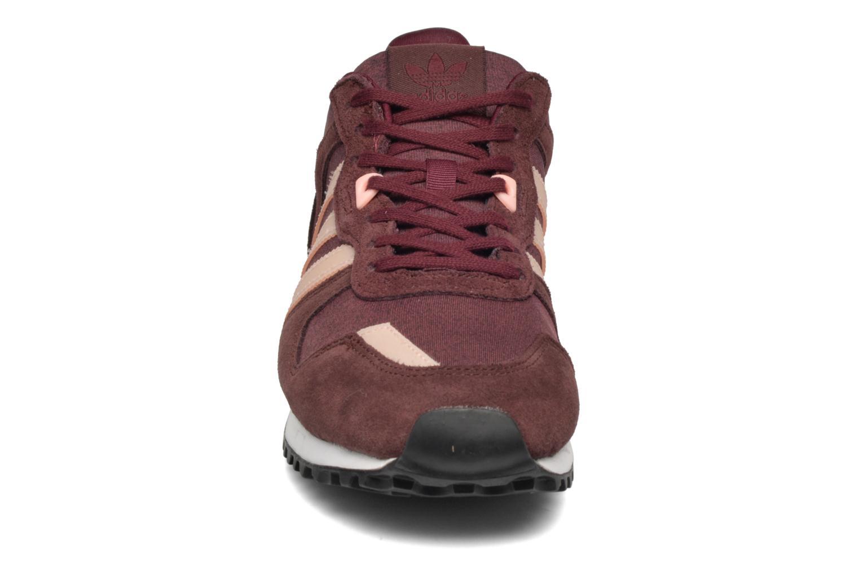 Baskets Adidas Originals Zx 700 W Bordeaux vue portées chaussures