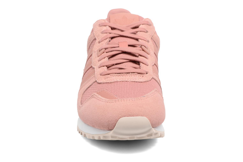 Sneaker Adidas Originals Zx 700 W rosa schuhe getragen