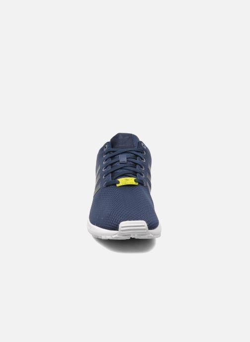 Sneakers adidas originals Zx Flux Azzurro modello indossato