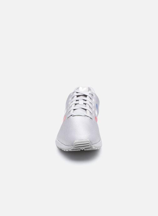 Sneakers adidas originals Zx Flux Grigio modello indossato