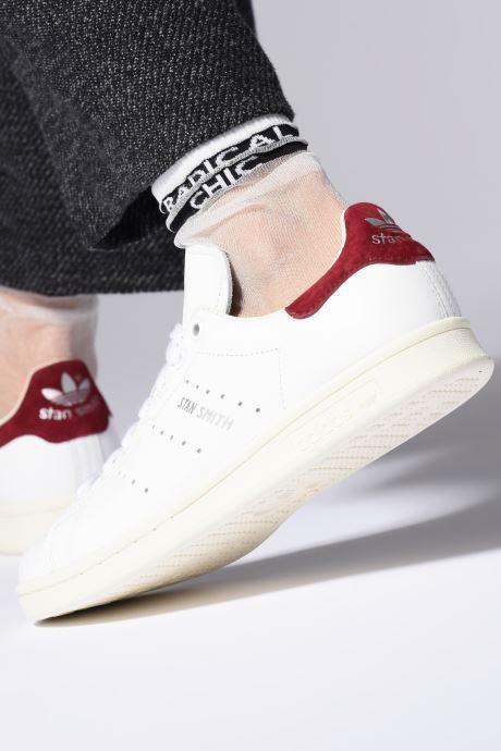 Sneaker adidas originals Stan Smith W weiß ansicht von unten / tasche getragen