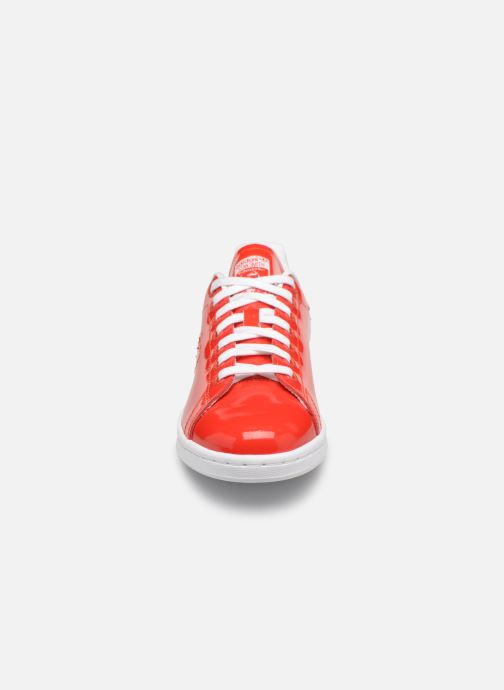 Baskets Adidas Originals Stan Smith W Rouge vue portées chaussures