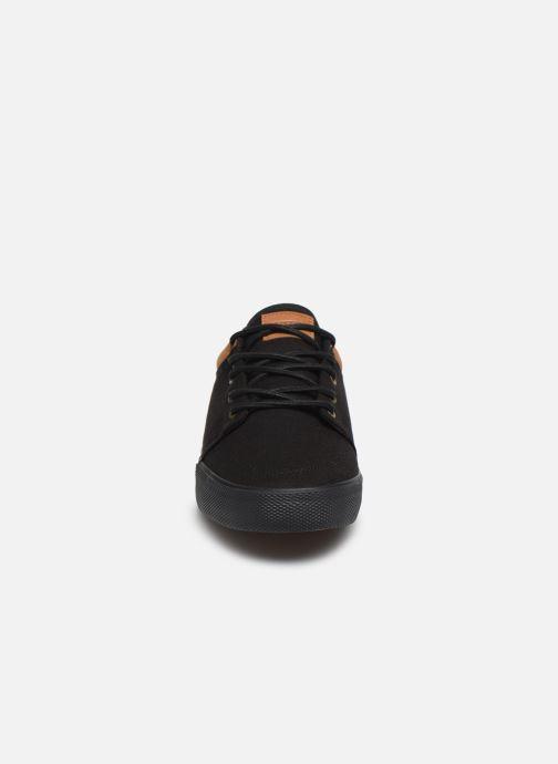 Sneakers Globe Gs Nero modello indossato
