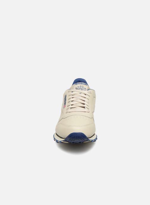 Baskets Reebok Classic Leather Beige vue portées chaussures