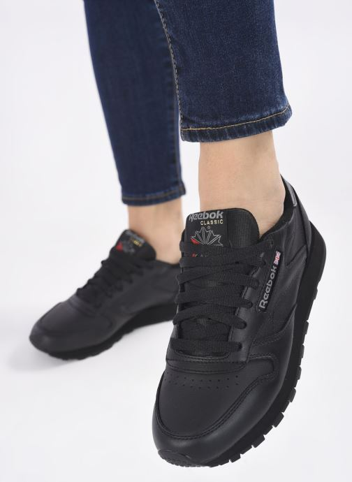 Sneaker Reebok Classic Leather W schwarz ansicht von unten / tasche getragen
