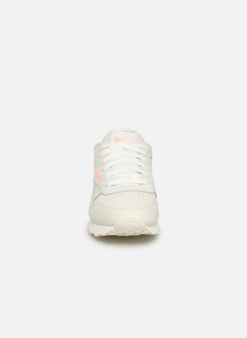 Baskets Reebok Classic Leather W Beige vue portées chaussures