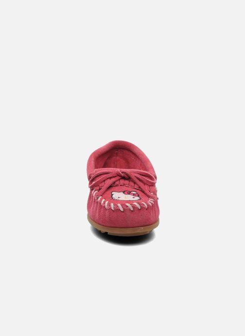 Slipper Minnetonka Hello Kitty Moc rosa schuhe getragen