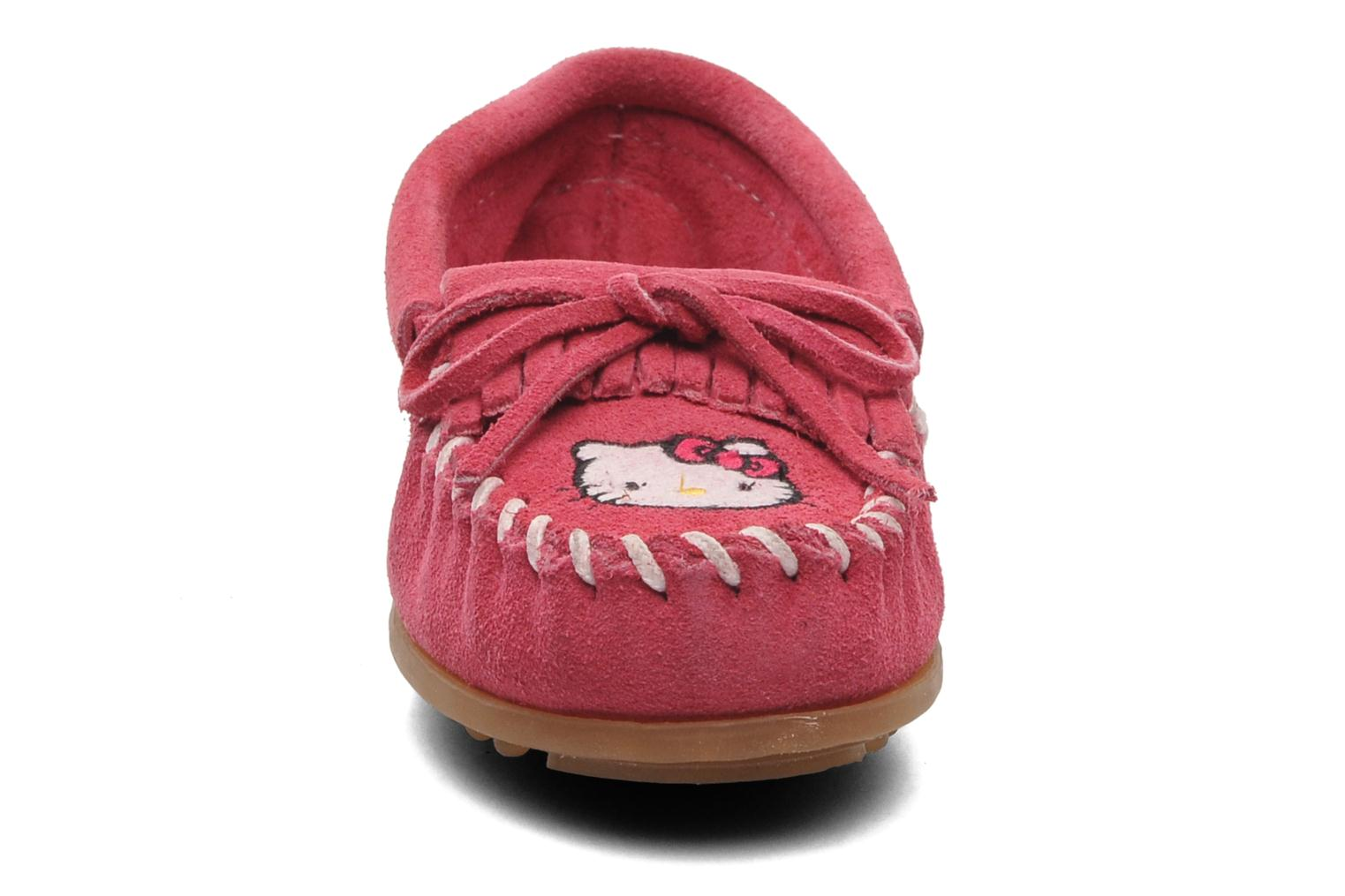 Slipper Minnetonka Hello Kitty Moc rosa schuhe getragen