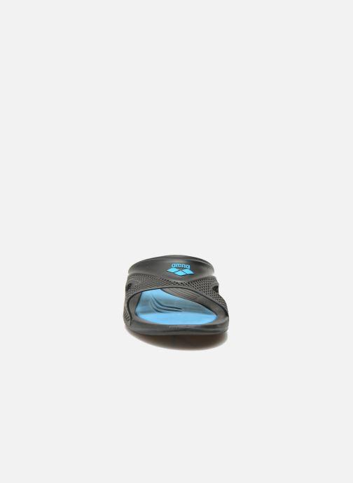 Scarpe sportive Arena Hydrofit Man Hook Nero modello indossato