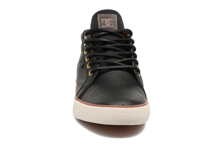 Trainers DC Shoes Council Mid Se Black model view