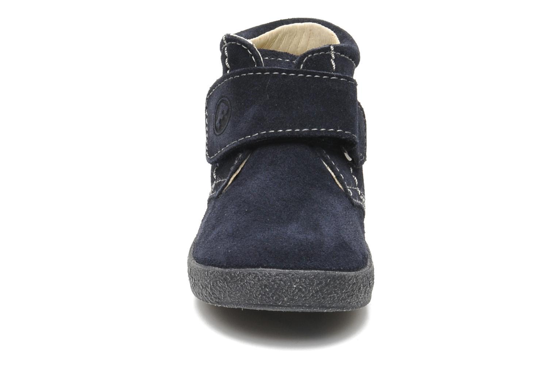 Zapatos con velcro Naturino Mimix 246 Azul vista del modelo