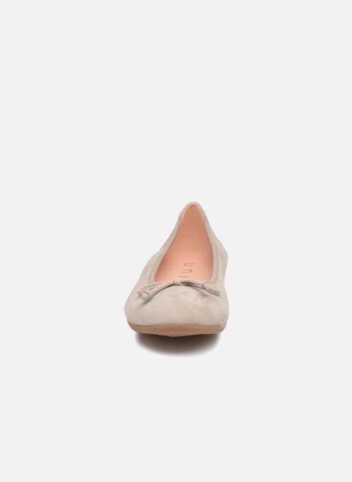 Ballerines Unisa CASIA Gris vue portées chaussures