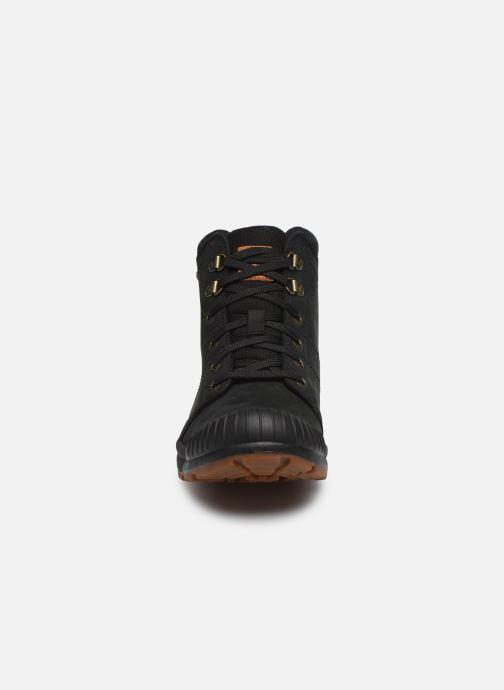 Sneakers Aigle Tenere Light Ltr Nero modello indossato