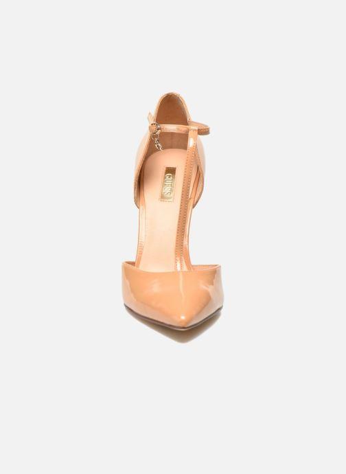 Escarpins Guess Teren Beige vue portées chaussures