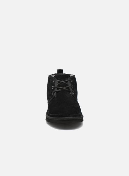 Scarpe con lacci UGG Neumel Nero modello indossato
