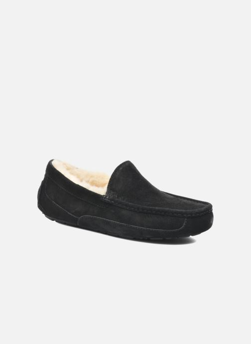 Slippers UGG Ascot Black detailed view/ Pair view