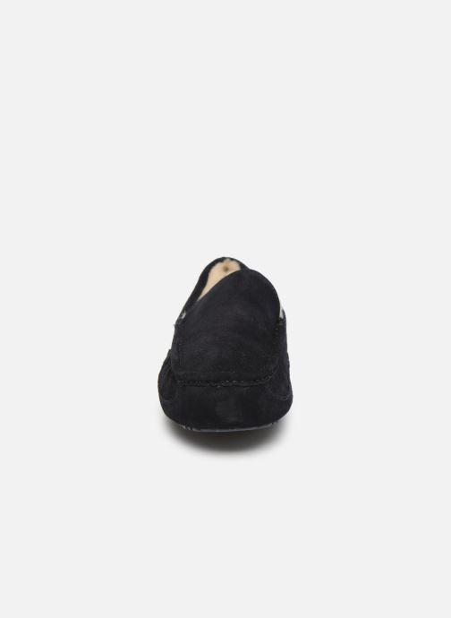 Chaussons UGG Ascot Bleu vue portées chaussures