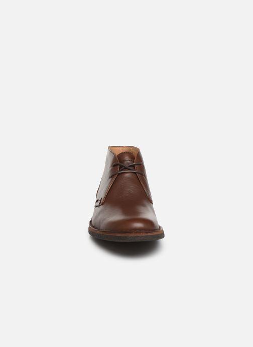 Snøresko Kickers Mistic Brun se skoene på
