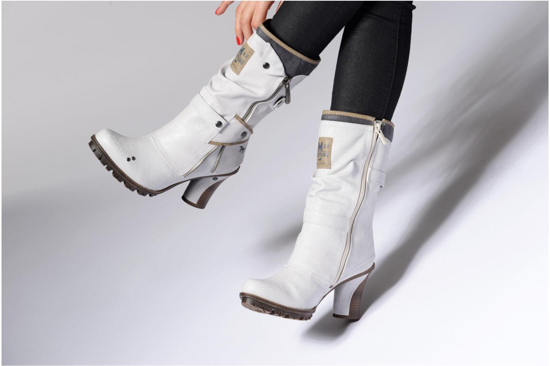 Stiefeletten & Boots Mustang shoes Lazlo weiß ansicht von unten / tasche getragen