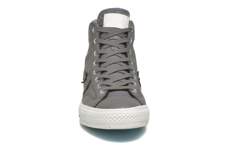Baskets Converse Star Player Leather Hi M Gris vue portées chaussures