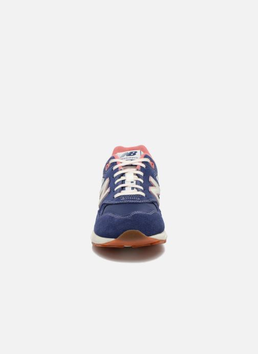 Baskets New Balance WRT580 Bleu vue portées chaussures