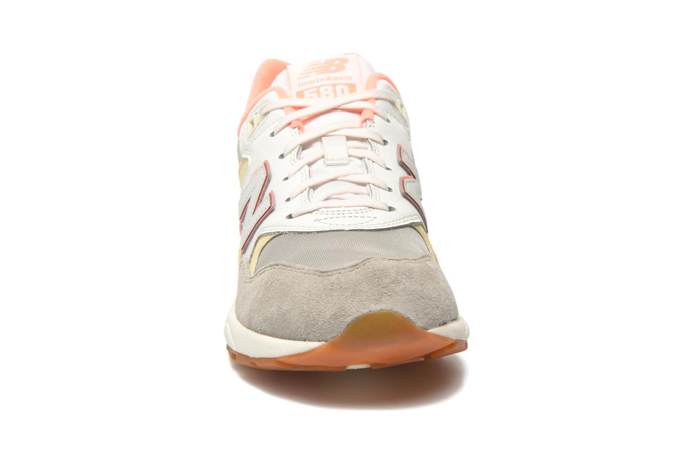 Sneaker New Balance WRT580 beige schuhe getragen