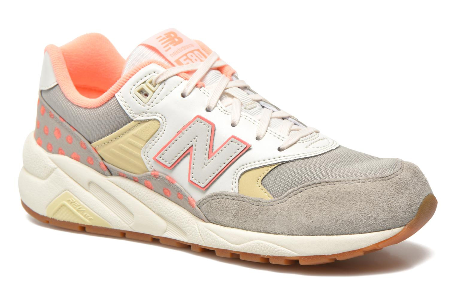 Baskets New Balance WRT580 Beige vue détail/paire