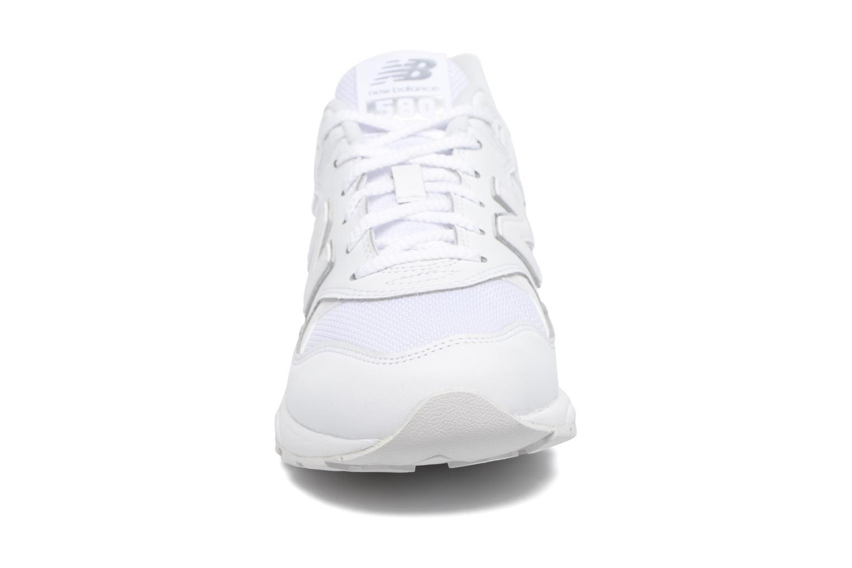 Baskets New Balance WRT580 Blanc vue portées chaussures