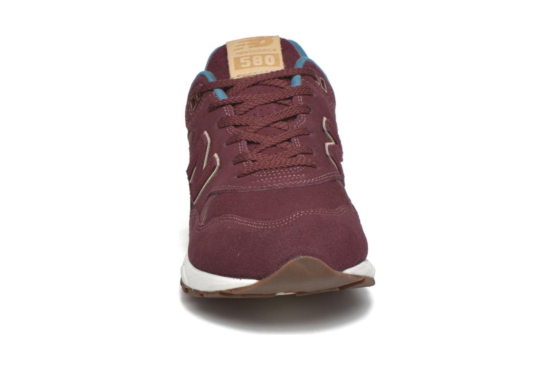 Baskets New Balance MRT580 Bordeaux vue portées chaussures