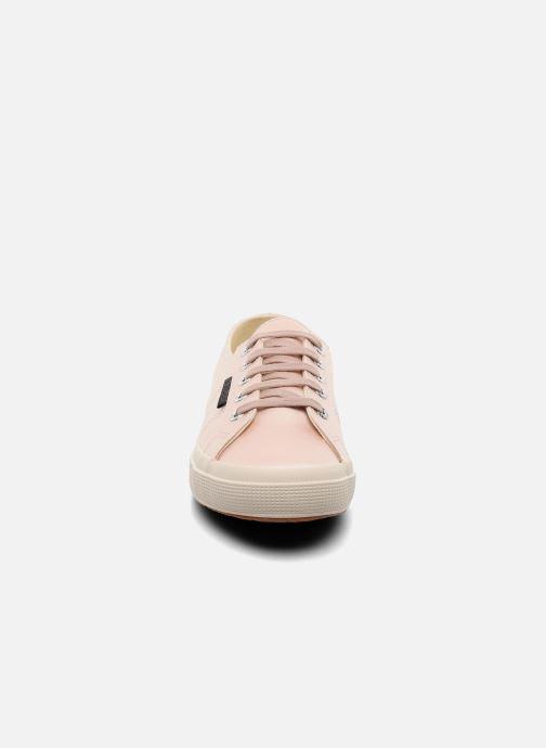 Sneakers Superga 2750 Satin W Rosa modello indossato