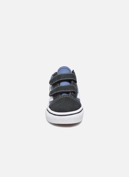 Baskets Vans Old Skool V BB Bleu vue portées chaussures