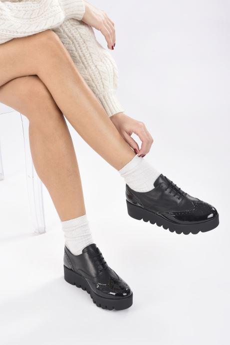 Chaussures à lacets Anaki Richard Noir vue bas / vue portée sac