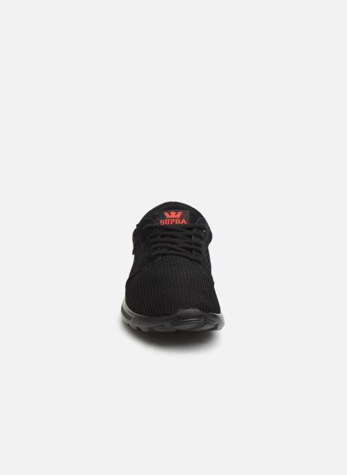 Sneakers Supra Hammer Run Nero modello indossato